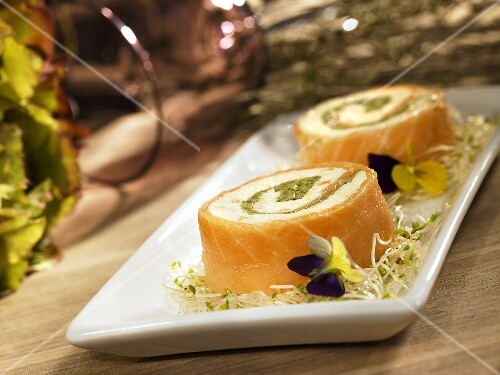 Salmon roulade with cream cheese