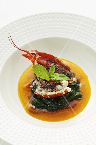 Lobster curry with spinach in mango soup (Asia)