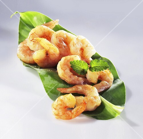 Peeled shrimp on a leaf