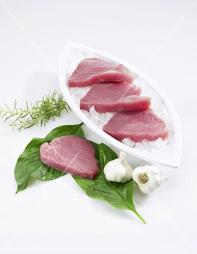 Fresh tuna fillets, garlic and rosemary