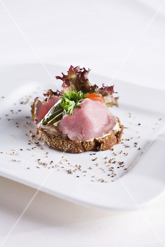 A canape with roast beef