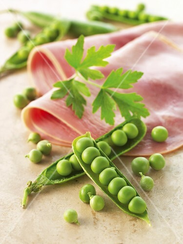 Peas and boiled ham