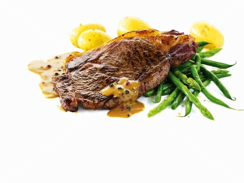 Sirloin steak with pepper sauce, asparagus and potatoes
