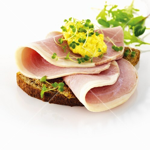 Rye bread with ham, scrambled egg and water cress