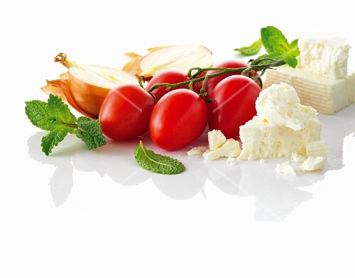 Vine tomatoes, onions and feta cheese