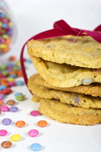 Cookies with coloured chocolate beans