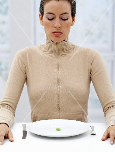A woman on a diet (symbolic image)