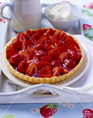 Strawberry tart with whipped cream