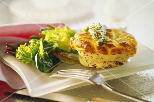 Cheese soufflé with green asparagus