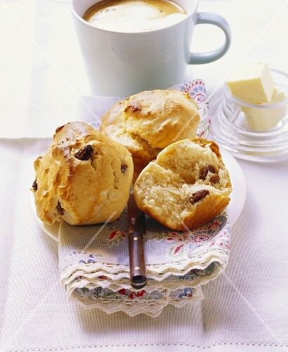 Butter muffin with raisins