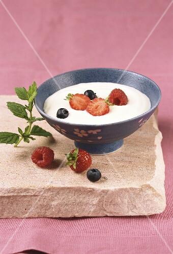 Lemon yoghurt cream with fresh berries
