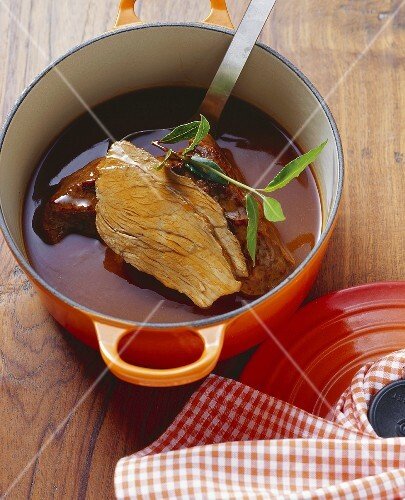 Boiled veal in raspberry vinegar and wine sauce