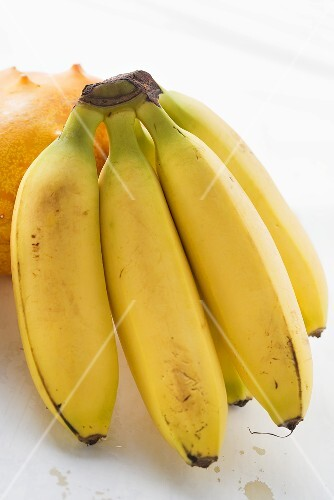 Bananenstaude vor Kiwano