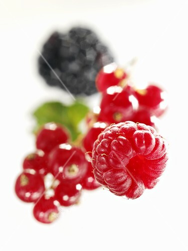 Raspberry, redcurrants and blackberry (close-up)