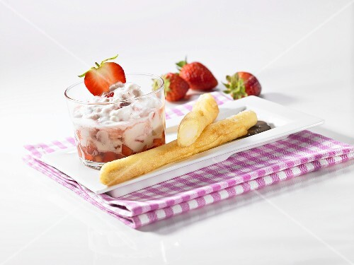 Sweet asparagus in beer batter and strawberry mascarpone cream
