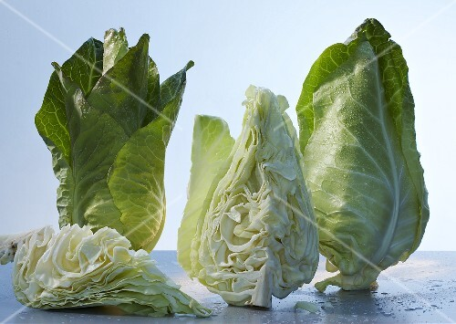 Pointed cabbage, whole and pieces