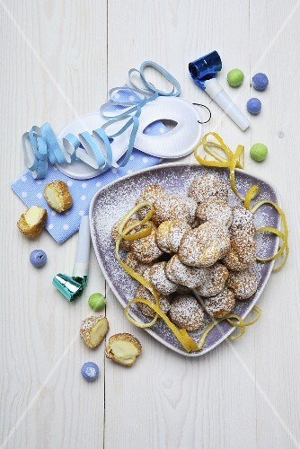 Bignè di San Giuseppe (Small cream-filled pastries)