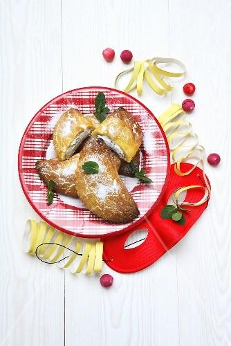 Ravioli di Carnevale (Filled pastries for Carnival, Italy)