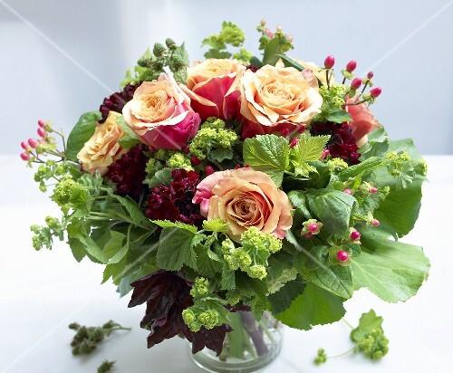 blumenstrauss mit rosen bild kaufen 935074 stockfood. Black Bedroom Furniture Sets. Home Design Ideas