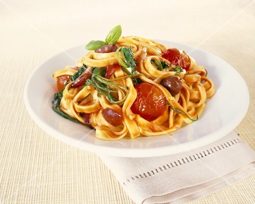 Tagliatelle with cherry tomatoes, spinach and olives
