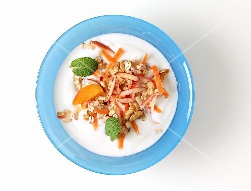 Yogurt muesli with oats, carrots and fruit