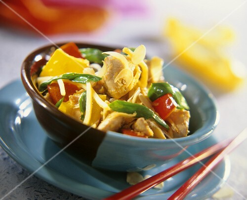 Asian chicken with peppers and almonds