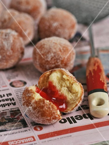 Bomboloni (mini Italian doughnuts)