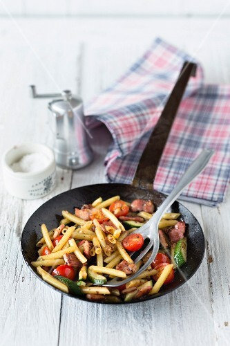 Fried tomatoes and courgettes with pasta