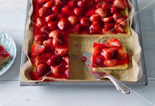 Stevia Cake Recipes Uk: Baking With Stevia: Strawberry Tray Bake Cake