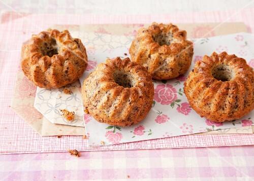 Mini Stracciatella Bundt cakes with pine nuts and mascarpone