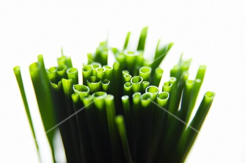 Fresh chives (close-up)