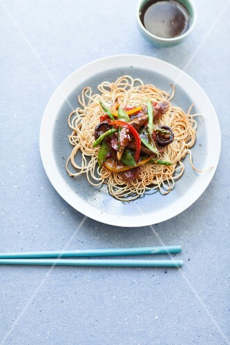Noodles with stir-fried noodles (China)