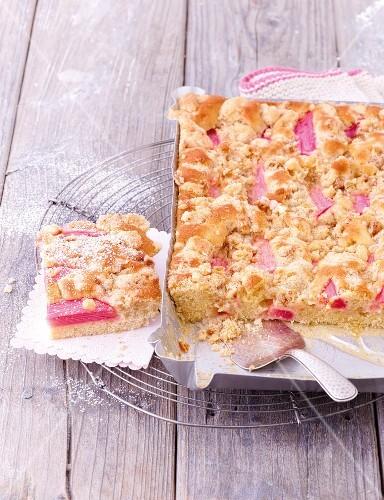 Rhubarb crumble tray bake cake