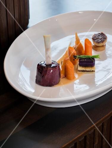 Glazed pork knuckle with vegetables