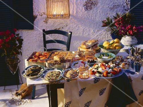 griechisches buffet am abend bild kaufen 101278 stockfood. Black Bedroom Furniture Sets. Home Design Ideas