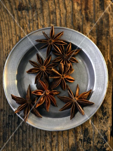 A plate of star anise (seen from above)