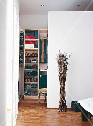 Trennwand in Weiß zw. Schlafzimmer und Ankleide ...