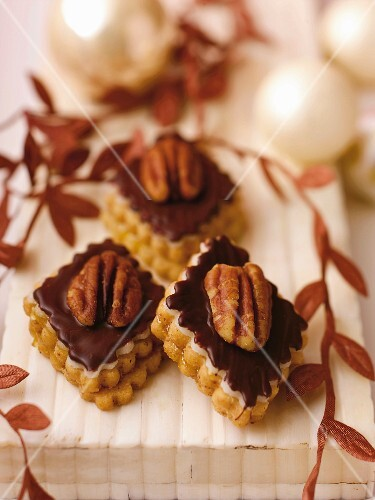 Pecan nut slices with chocolate glaze and halved nuts