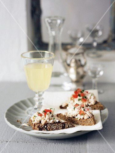 Wholemeal bread corners with trout and Gruyere salsa