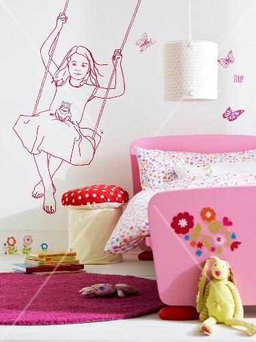 Kinderzimmer rosa, Wandmotiv, Mädchen auf der Schaukel ...