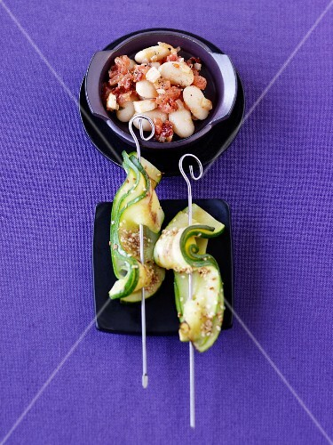 Courgette and sesame skewers with spicy Lima beans