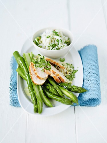 Green asparagus with chicken breast