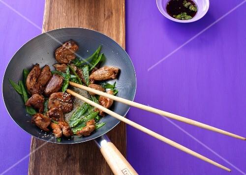 Stir-fried turkey with mange tout (Asia)