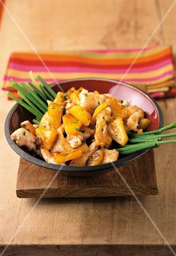 Stir-fried chicken with pineapple and chives