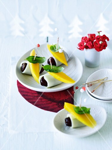 Date and cheese skewers with mango and basil
