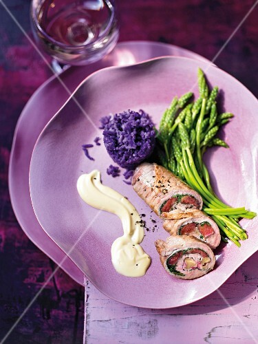 Veal involtini with rhubarb and wild asparagus