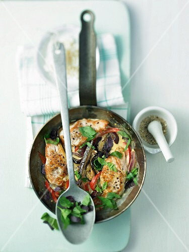 Fried aubergines with peppers and turkey