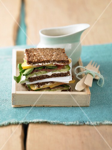A healthy sandwich with peaches, lettuce, ham and quark