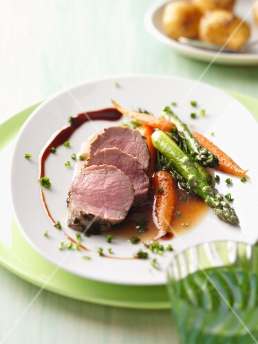 Veal fillet with a herb crust, green asparagus and carrots