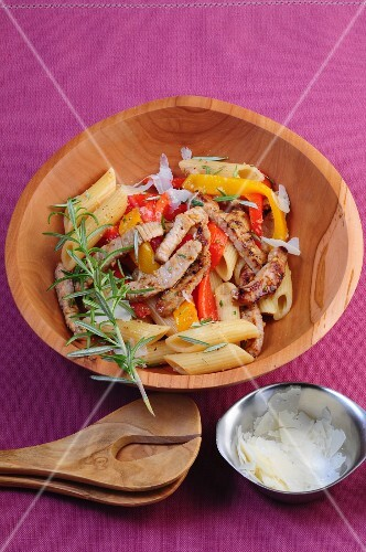 Pasta salad with veal, peppers and rosemary